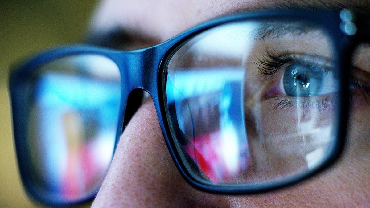 Blue Light: προστατεύοντας τα μάτια μας από την ψηφιακή ακτινοβολία